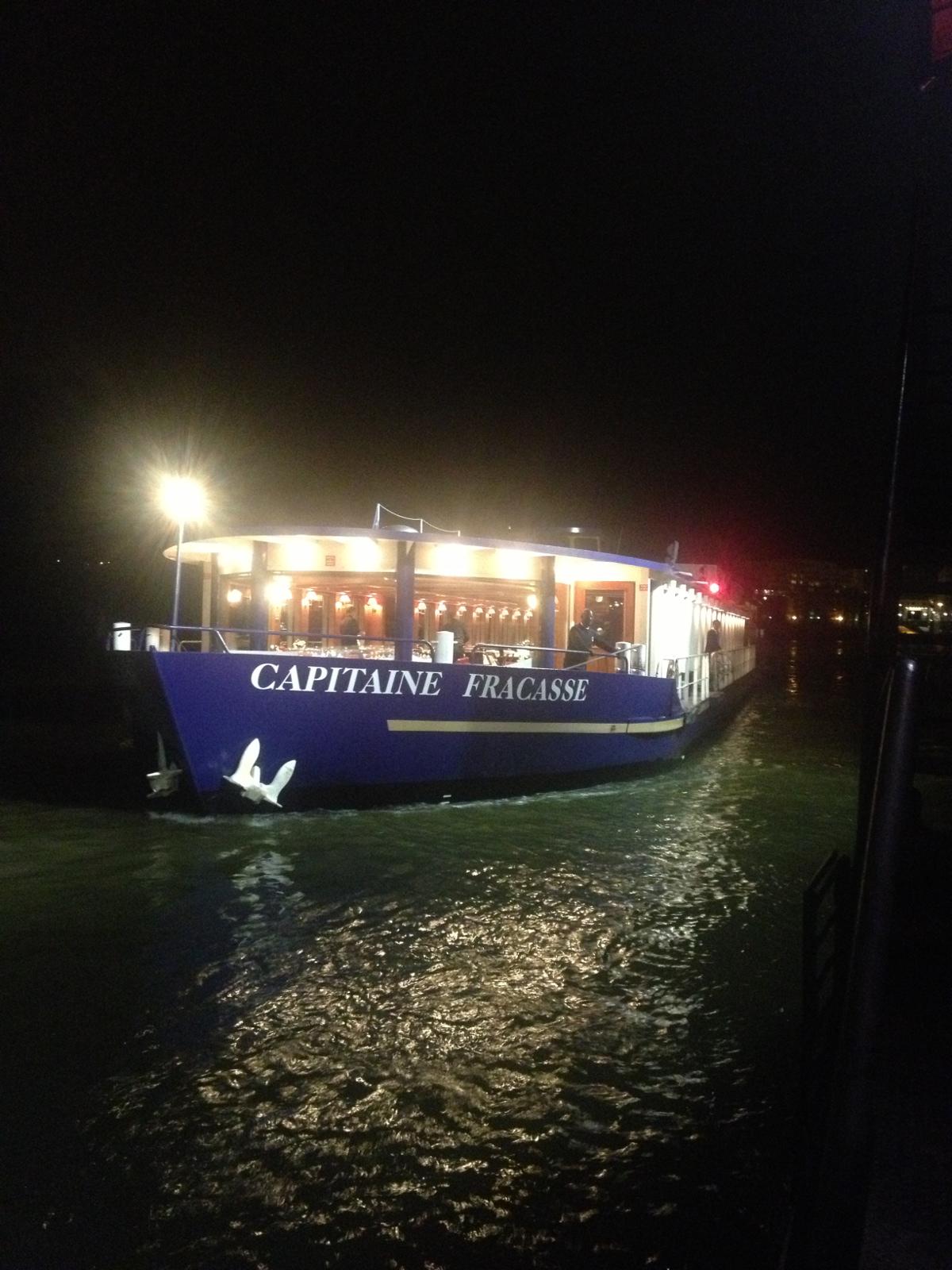 Diner peniche paris le capitaine fracasse for Cuisinier bateau