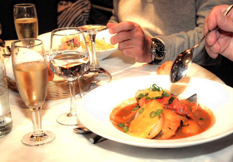 La meilleure bouillabaisse de paris le capitaine fracasse - Restaurant bouillabaisse marseille vieux port ...